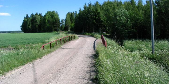 Kesäinen tie maaseudulla - Somrig väg på landsbygden