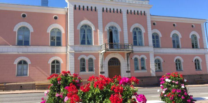 Raatihuone kesällä Rådhuset på sommaren