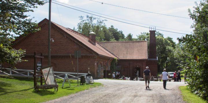 Alapaja Strömforsin ruukissa Loviisassa . Nedre smedjan i Strömfors bruk i Lovisa