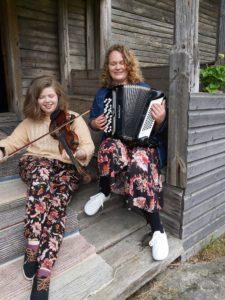 Två spelmän, med fiol och dragspel